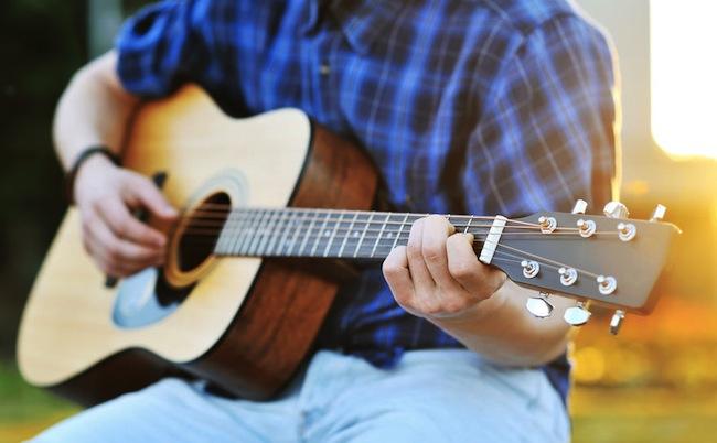 Как выбрать гитару | Какую хорошую акустическую гитару лучше выбрать  начинающему | hotline.ua