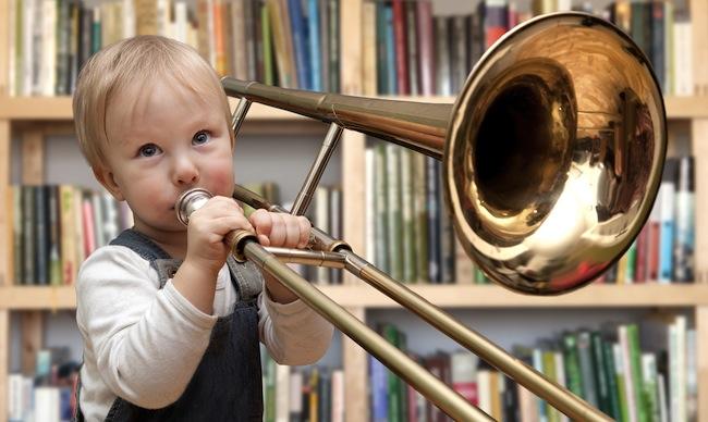 ребенок и духовой инструмент