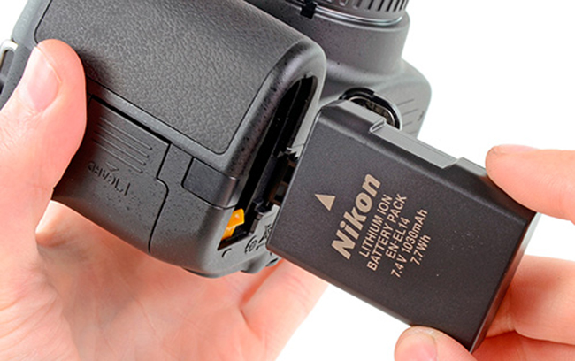 фотоаппарат сразу показывает разряд батареи кто берут